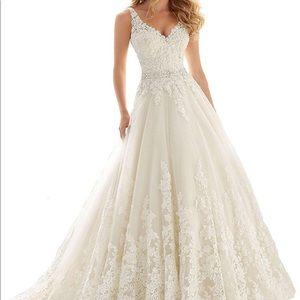 Dresses & Skirts - Wedding dress size 8